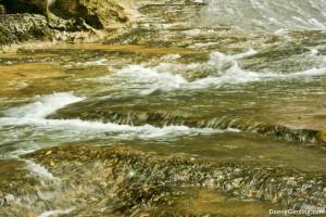 Aliran air di sungai