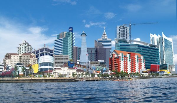 Makasar kota dunia ; sumber: http://fadhilplano07.blogspot.com
