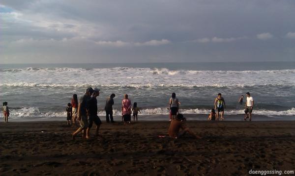 Pantai Bocor dengan ombaknya yang Tinggi