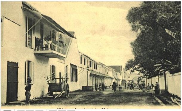 Gerbang perkampungan Tionghoa di Makassar, awal abad 20 (dokumen KITLV)