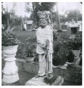 Sebuah patung di pemakaman orang Tionghoa (dokumen KITLV)