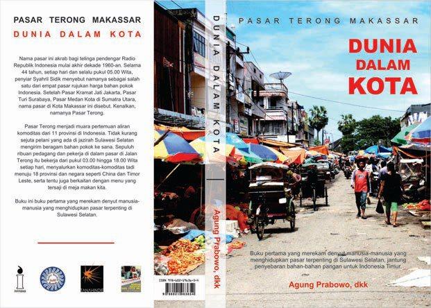 Sampul depan Pasar Terong Makassar: Dunia Dalam Kota