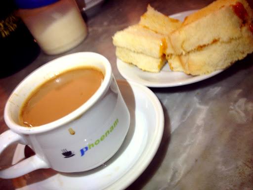Kopi Phoenam dan Roti Kaya (foto: @ciwangji)