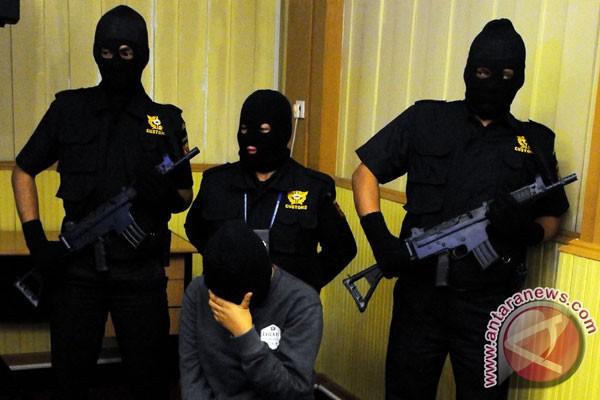 Penangkapan Tersangka Penyelundup (sumber: Antaranews)