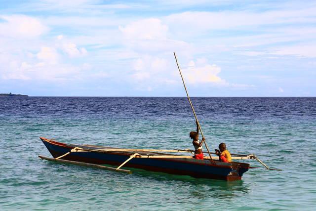 Warga Raja Ampat (sumber: Indonesia.Travel)