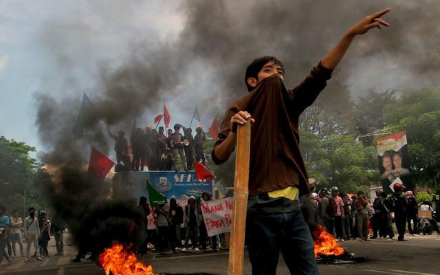 Aksi demonstrasi di Makassar (foto: ciricara.com)
