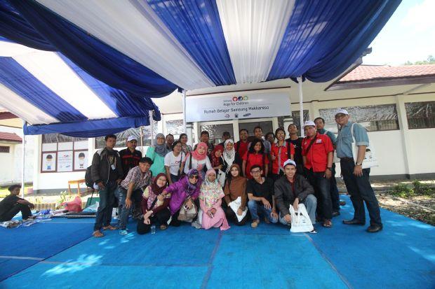 Teman-teman blogger, media lokal dan media dari Jakarta dia acara peresmian RUmah Belajar Samsung