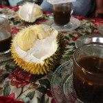 Kopi dan durian dalam 1 gelas
