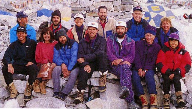 Foto anggota tim Adventure Consultant sebelum naik ke Everest