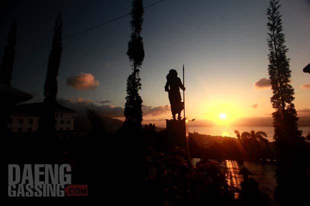 Senja di depan Martha Ch Tiahahu