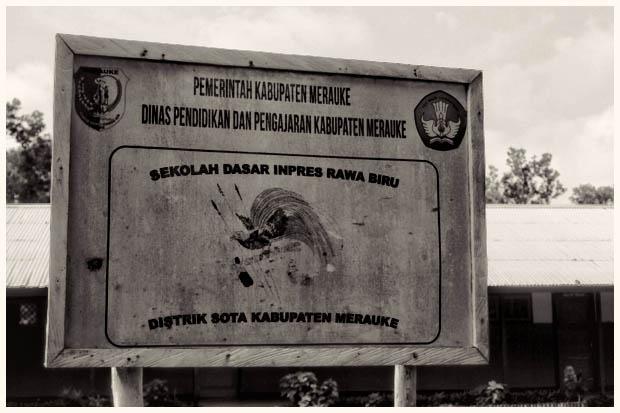 Kondisi sekolah dasar Rawa Biru, sangat sederhana. Seperti nyaris terlupakan oleh pemerintah daerah