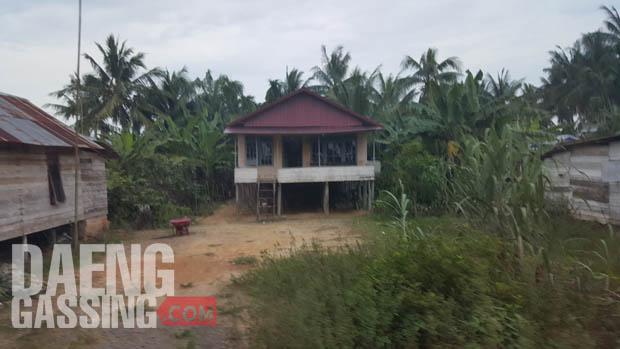 Rumah di Desa Tangkit rata-rata berarsitektur Bugis