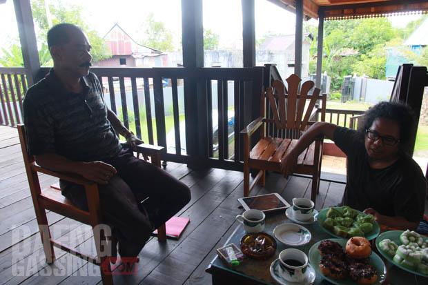 Puang Ali yang menceritakan banyak hal tentang sejarah Segeri dan bissu di Segeri