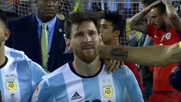 Dan air mata itu tak bisa lagi ditahannya