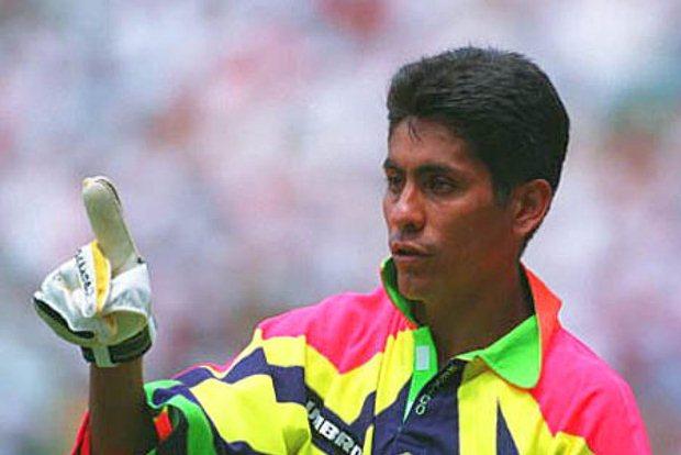 Jorge Campos dengan kostum uniknya